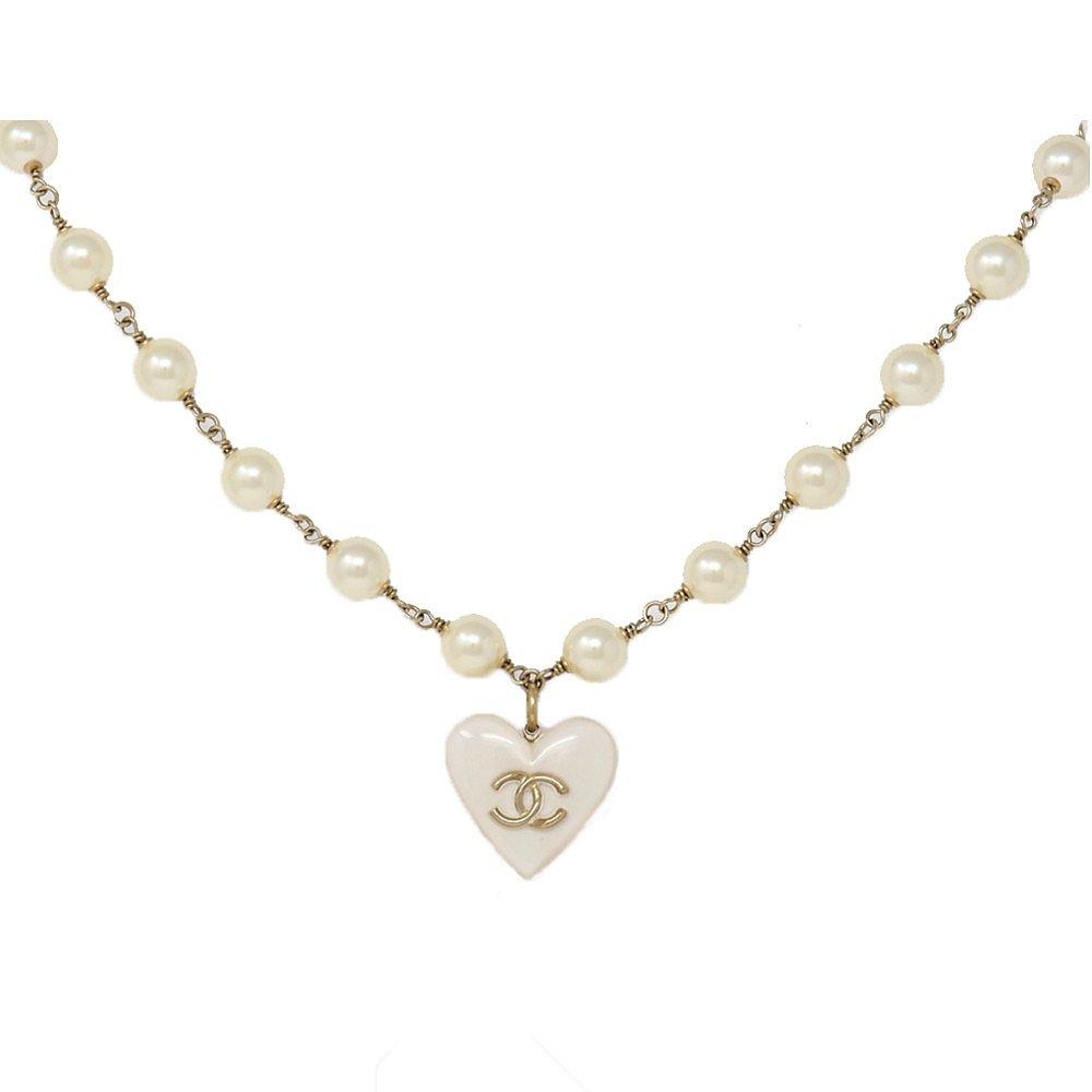 CHANEL Heart Pendant Necklace
